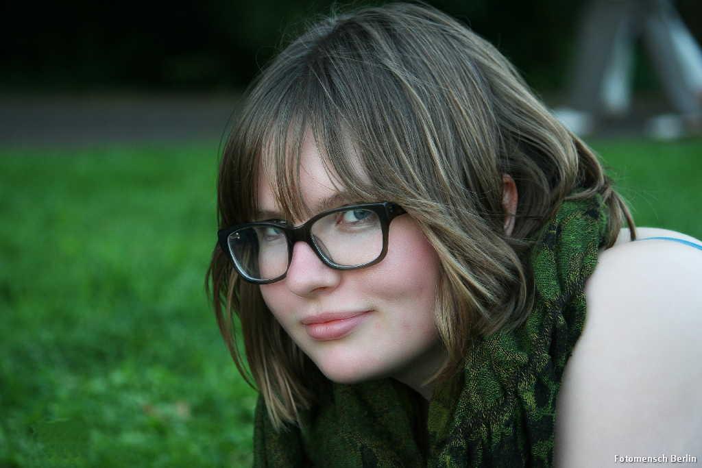 Frau im Treptower Park im Sommer 2012