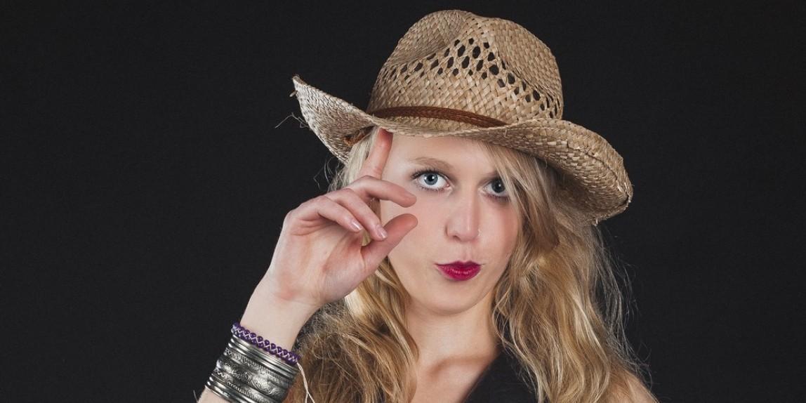 Michaela mit Hut