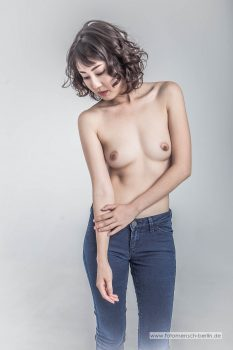 Sonya in Jeans 1
