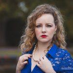 Raffi im blauen Kleid