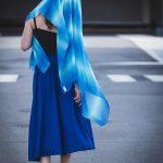 Lina tanzt mit dem blauen Tuch