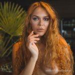 Olga-Maria Veide – lockiges Portrait
