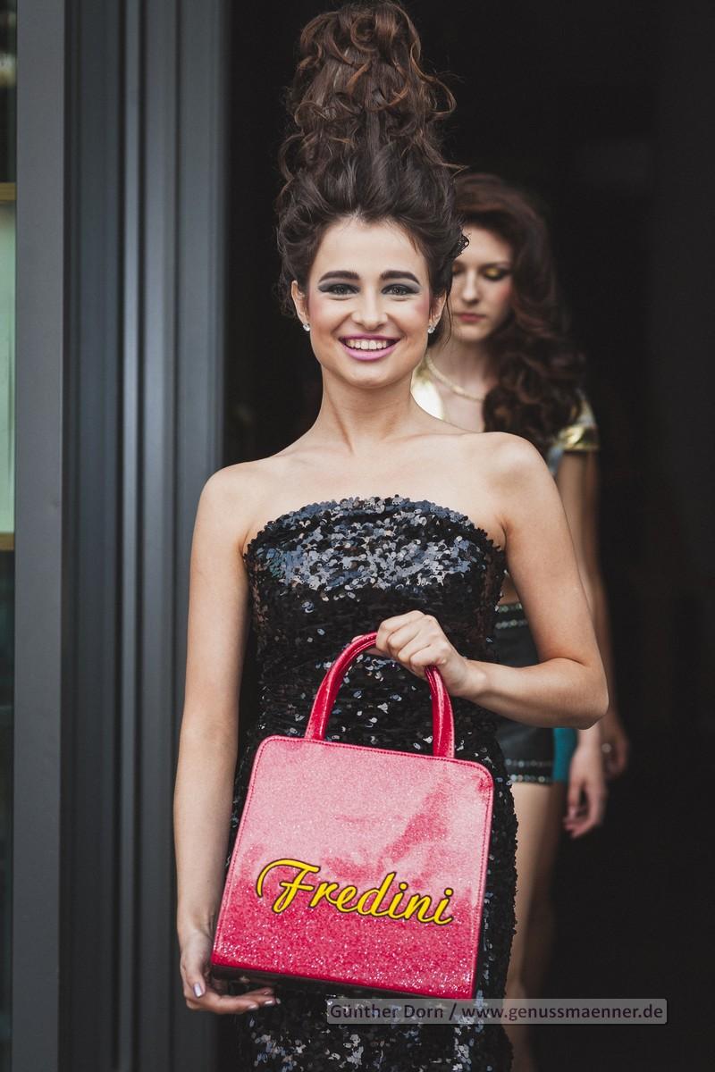 Zoya Kostova Catwalk für Fredini