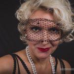 Chate Latour – verführerisch in schwarzer Wäsche