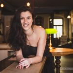 Alexandra in der Bar 2