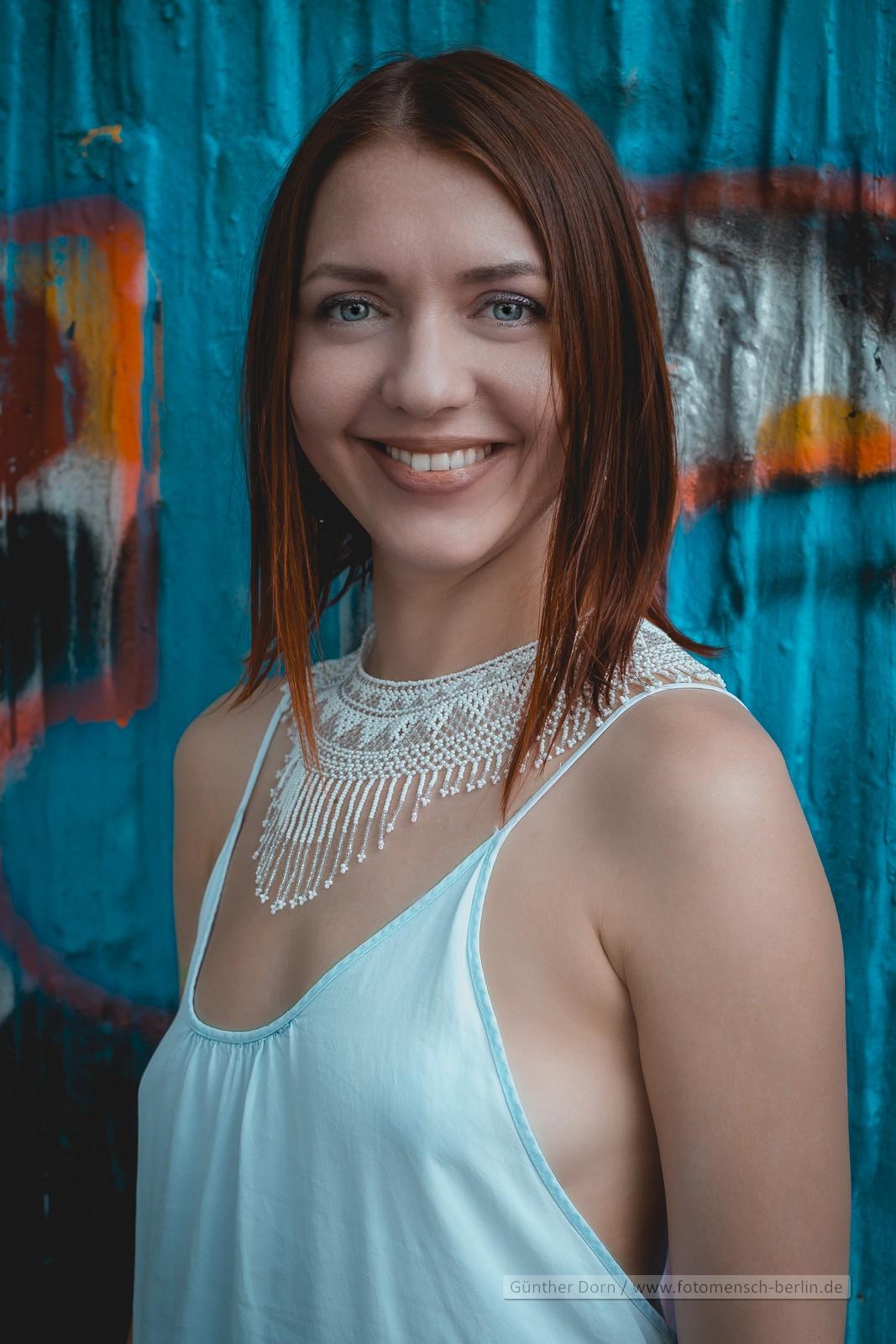 Outdoor mit Katja im weißen Kleid
