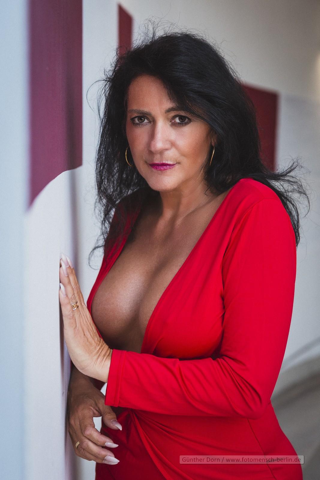 Svea im roten Kleid